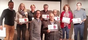 Representants de les entitats que van rebre la placa