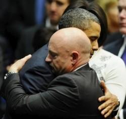 Abrazo entre políticos